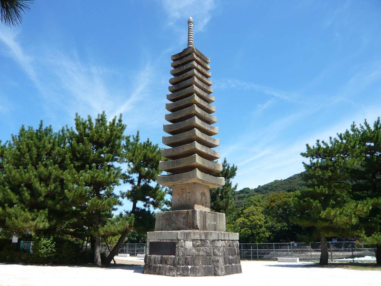 宇治 十三重石塔