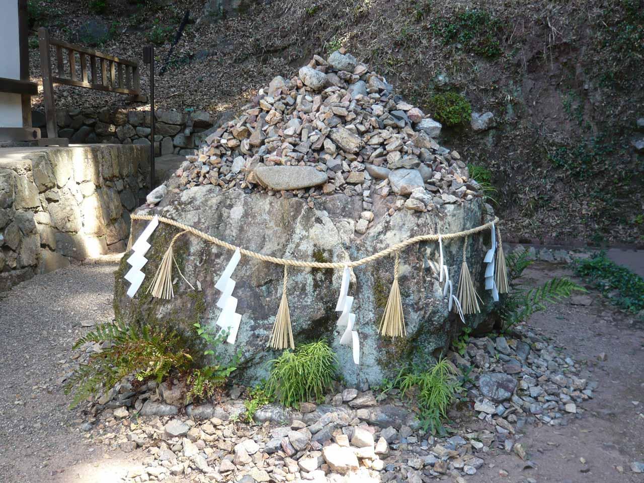 宇治上神社 大きな石