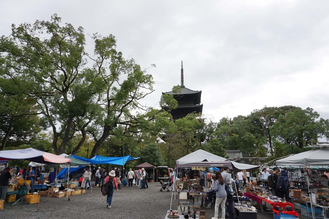 東寺ガラクタ市 会場風景