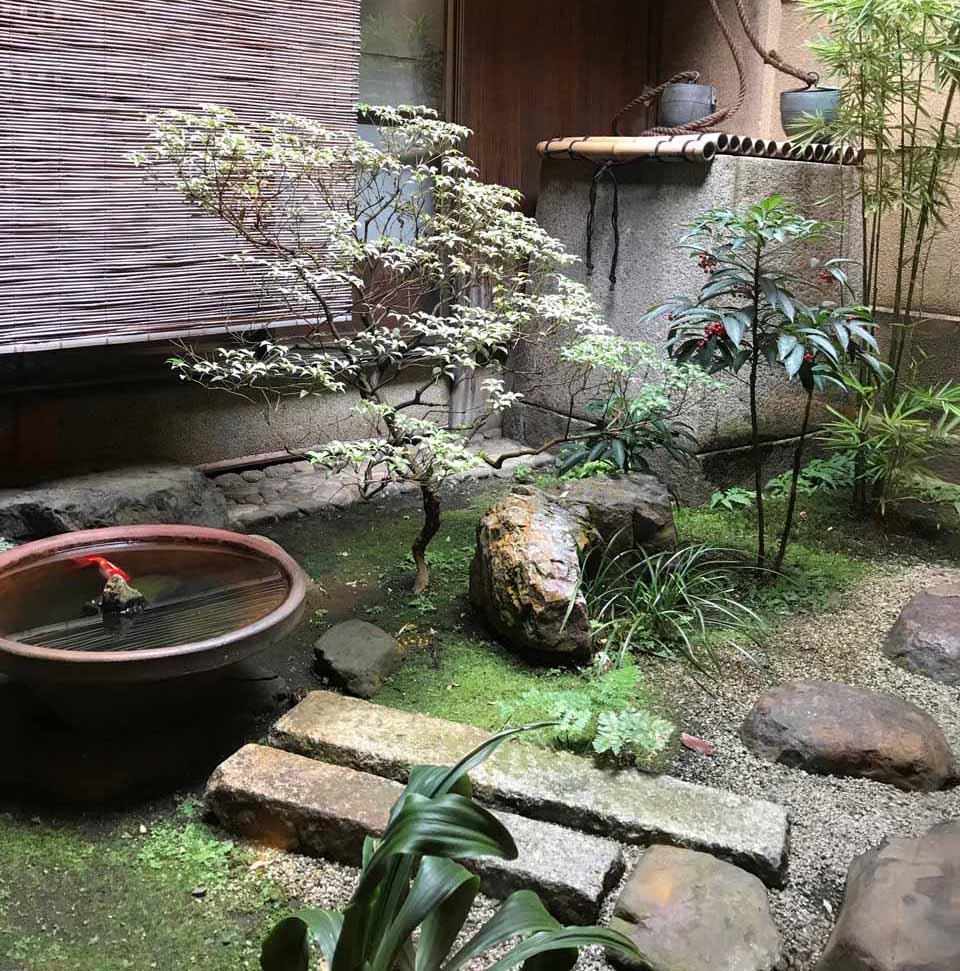 栖園 中庭