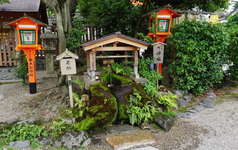 八坂神社 神水