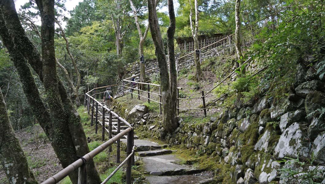 高山寺 裏参道階段