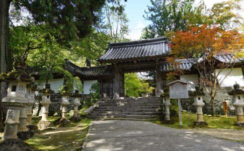 西明寺の山門