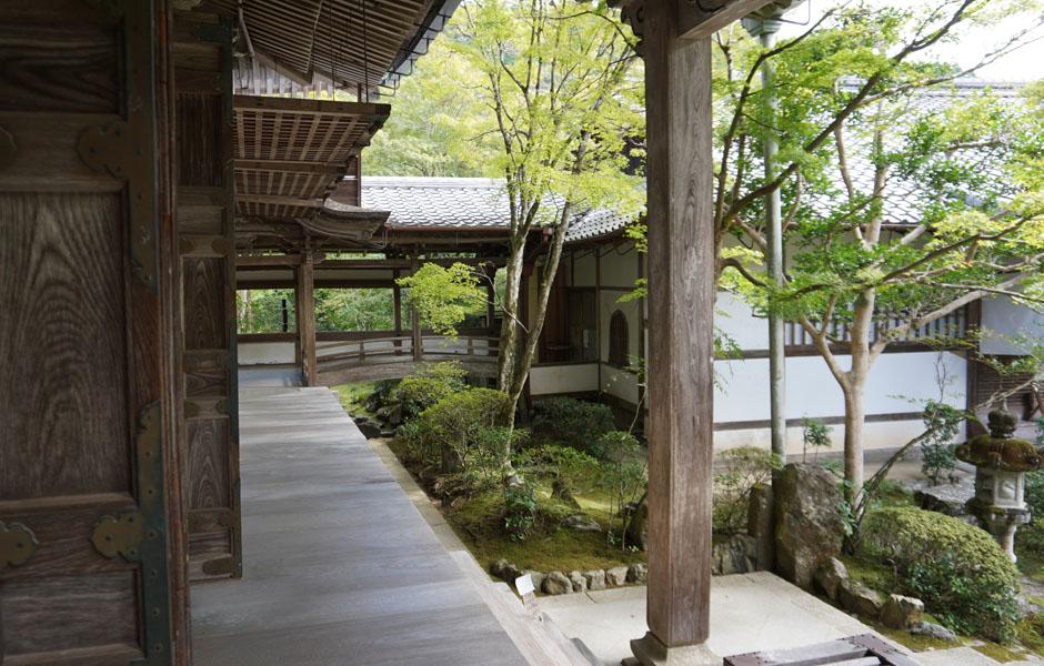 西明寺の本堂02