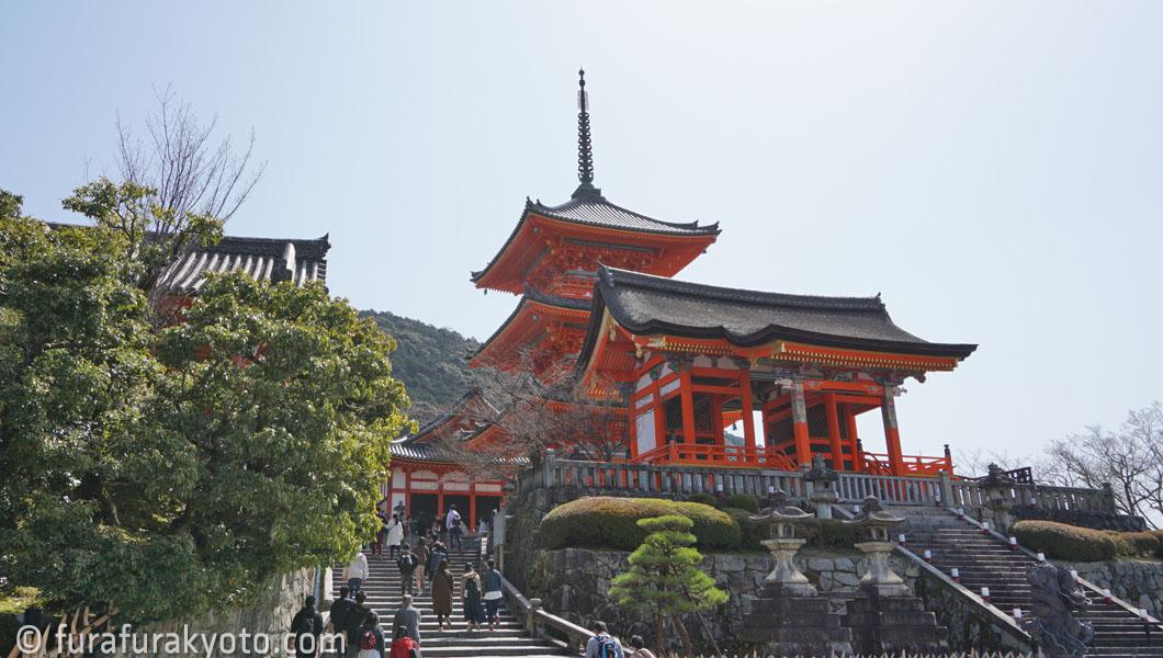 清水寺西門・三重塔